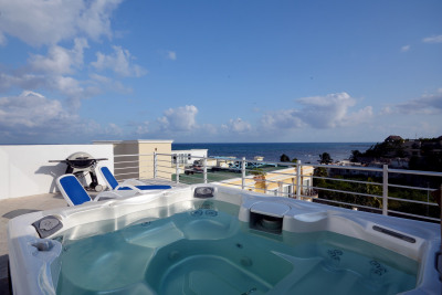 STUNNING OCEAN-VIEW PENTHOUSE WITH LOCK-OFF