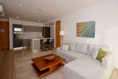SOPHISTICATED WELL LOCATED CONDO, FULLY FURNISHED
