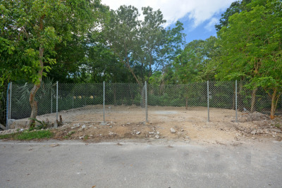 EXCLUSIVE LOT FOR AN EXCELLENT INVESTMENT