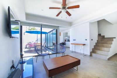 COMFORTABLE 2-BEDROOM PENTHOUSE APARTMENT, WITH PRIVATE PLUNGE POOL
